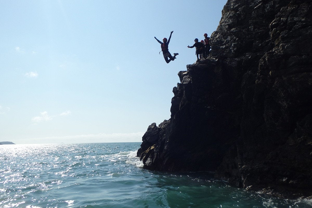 Teenagers & children cliff jumping up to 7m in height, into Wales' Celtic Sea